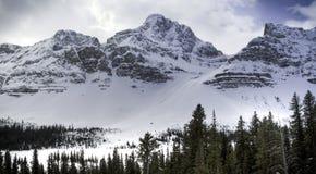 Hombro del glaciar de la araña en el lago bow en Banff Canadá Imagen de archivo libre de regalías