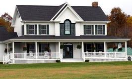 HOME 1 do país (casa da quinta) Imagens de Stock Royalty Free
