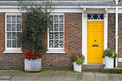 HOME amarela da porta Imagem de Stock