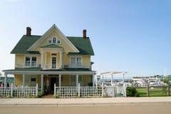 HOME amarela do Victorian. Imagens de Stock
