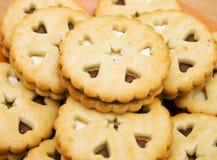 Home-baked avec les biscuits crèmes Foto de archivo