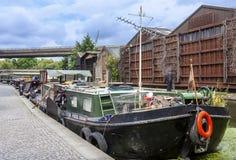 Home barge dentro a bacia de Paddington em Londres Fotografia de Stock Royalty Free