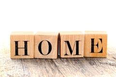 HOME da palavra soletrada na letra de bloco do alfabeto do vintage Fotos de Stock Royalty Free