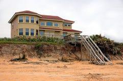 HOME da praia em Florida com corrosão da praia Fotografia de Stock