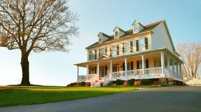 HOME de gama alta e jarda Foto de Stock Royalty Free