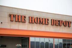 Home Depot lagrar Home Depot är en amerikansk återförsäljare av konstruktionsprodukt och tjänst, fungerar många diversehandel öve Royaltyfria Foton