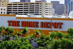 Home Depot logo i stad Royaltyfri Fotografi