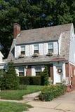HOME do Colonial de duas histórias Fotos de Stock Royalty Free