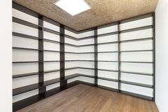 Home, empty room with bookcase Royalty Free Stock Photos