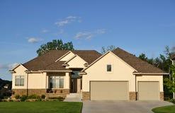 HOME executiva suburbana imagens de stock royalty free