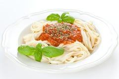 A HOME fêz macarronetes bolonheses Imagem de Stock