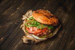 A HOME fêz o hamburguer Foto de Stock