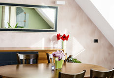 Home interior with chrysanthemums flowers in green glass vase Royalty Free Stock Photography