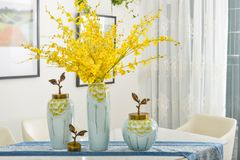Free Home Interior Decor,dining Room , Bouquet In Glass Vase Stock Photo - 110499130