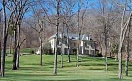 HOME luxuosa em lote arborizado Fotografia de Stock