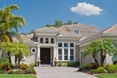 HOME luxuoso nos tropics imagens de stock royalty free