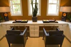 home lyxigt kontor royaltyfria foton