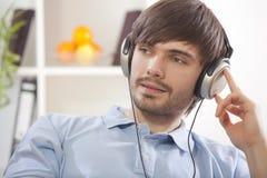 home manmusik för hearing Arkivfoto