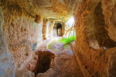 HOME medieval na rocha Imagem de Stock Royalty Free