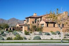 HOME moderna no deserto fotografia de stock royalty free
