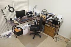 Home Office avec les cordons chaotiques Images libres de droits
