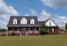 HOME residencial do tijolo de duas histórias Imagem de Stock