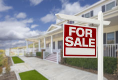 Home For Sale Real Estate Sign and House Royalty Free Stock Photos