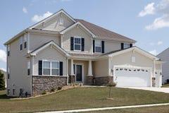 HOME suburbana com stonework Imagem de Stock Royalty Free