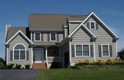 HOME suburbana contemporânea Imagens de Stock Royalty Free
