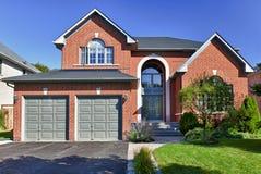 HOME suburbana destacada Imagem de Stock