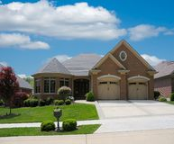 HOME suburbana do tijolo Imagens de Stock