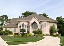 HOME suburbana luxuosa Imagens de Stock Royalty Free