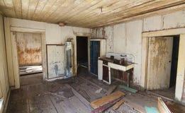 Casa velha dilapidada fotos de stock