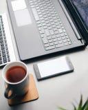 home work Ανεξάρτητη εργασία με τον καφέ Στοκ φωτογραφία με δικαίωμα ελεύθερης χρήσης