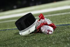 Free Homecoming Crowns And Flowers On Football Field Royalty Free Stock Image - 182264266