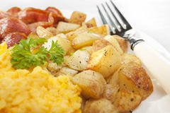 Homefries Scrambled o pequeno almoço do ovo Imagens de Stock