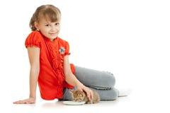 homeless девушки кота переулка подавая Стоковые Изображения RF