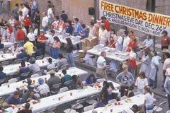 Homeless есть обеды рождества Стоковая Фотография RF