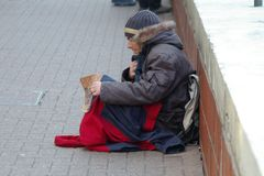 Homeless man alone and hungry Royalty Free Stock Images