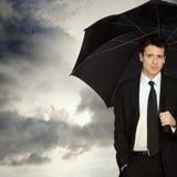 Homem à moda com guarda-chuva fotografia de stock royalty free