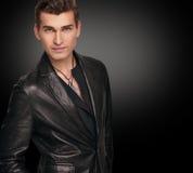 Homem à moda no terno preto Fotos de Stock Royalty Free