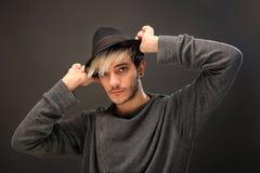 Homem à moda novo com chapéu foto de stock royalty free