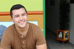 Homem étnico que sorri em casa entrada fotografia de stock royalty free