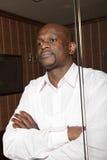 Homem africano confiável atrás do vidro Fotos de Stock Royalty Free