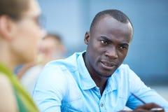Homem africano considerável na discussão imagens de stock royalty free
