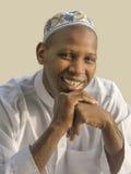 Homem africano novo que veste um celebratio tradicional Imagens de Stock Royalty Free