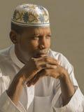 Homem africano novo que veste um vestido tradicional da celebração Fotografia de Stock