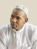 Homem africano novo que veste um vestido tradicional da celebração Imagens de Stock Royalty Free