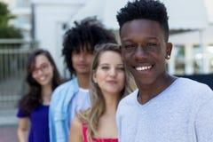 Homem afro-americano com os amigos caucasianos e do latino imagem de stock royalty free