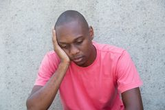 Homem afro-americano preocupado fotografia de stock
